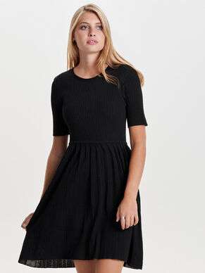 SHORT SLEEVED KNITTED DRESS