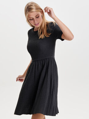 KURZÄRMELIGES STRICKKLEID